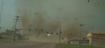Un vrai déchaînement : une tornade ne rate pas cette ville de l'Oklahoma !