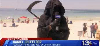 Un avocat proteste contre l'ouverture d'une plage d'une drôle de manière, en costume de La Mort