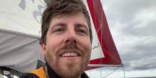 Cet homme a passé des semaines seul en mer sur un bateau de plus de 7 mètres et il nous partage son expérience dans cette vidéo