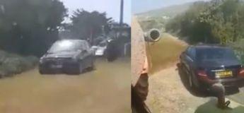 Cet agriculteur donne une bonne leçon à ce chauffeur qui a garé sa voiture sur son champ sans sa permission