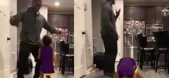 Alors que tout se passait bien avec leur danse, sa fille, trop influencé par les vidéos actuelles, nous sort un twerk qui lui glace le sang