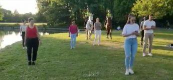 Pays Bas : deux agents de police participent à un cours de salsa avec… leurs chevaux