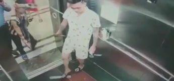 Ces trois hommes ont tenté de faire entrer une plaque de verre dans un ascenseur et leur idée géniale n'a pas fonctionné