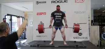 «La Montagne» Hafthor Julius Björnsson réalise un record mondiale en deadlift en soulevant 501 kg