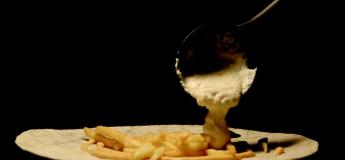 Reportage sur ce fameux tacos qui a séduit les français au point de laisser tomber le kebab
