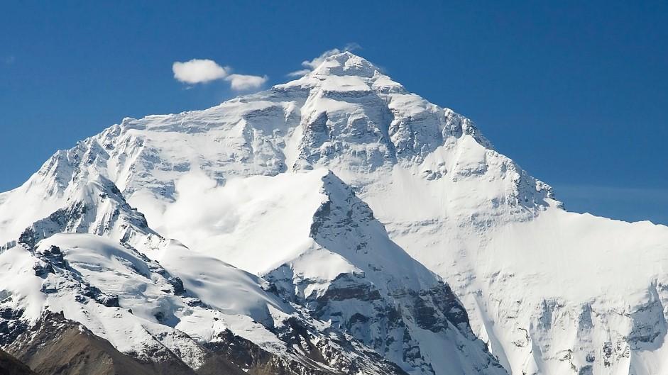 Pour la première fois, un  drone filme le sommet du mont Everest à 8.848 mètres