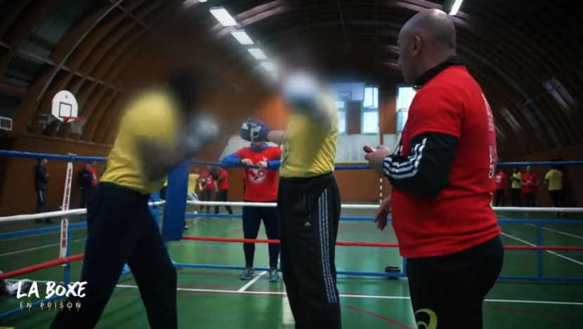 Quand la boxe aide des détenus à mieux vivre ensemble, un reportage coup de poing sur la réinsertion