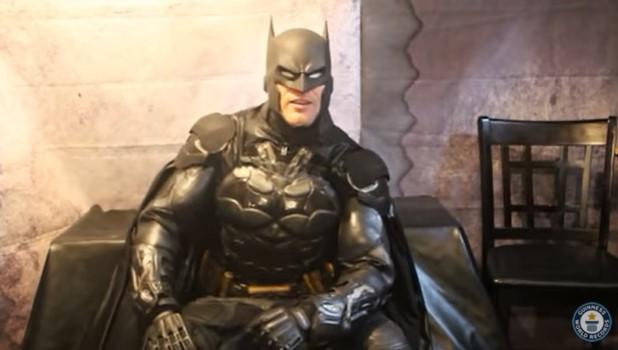 Avec son costume Batman et ses 30 gadgets fonctionnels, ce cosplay bat le record Guinness