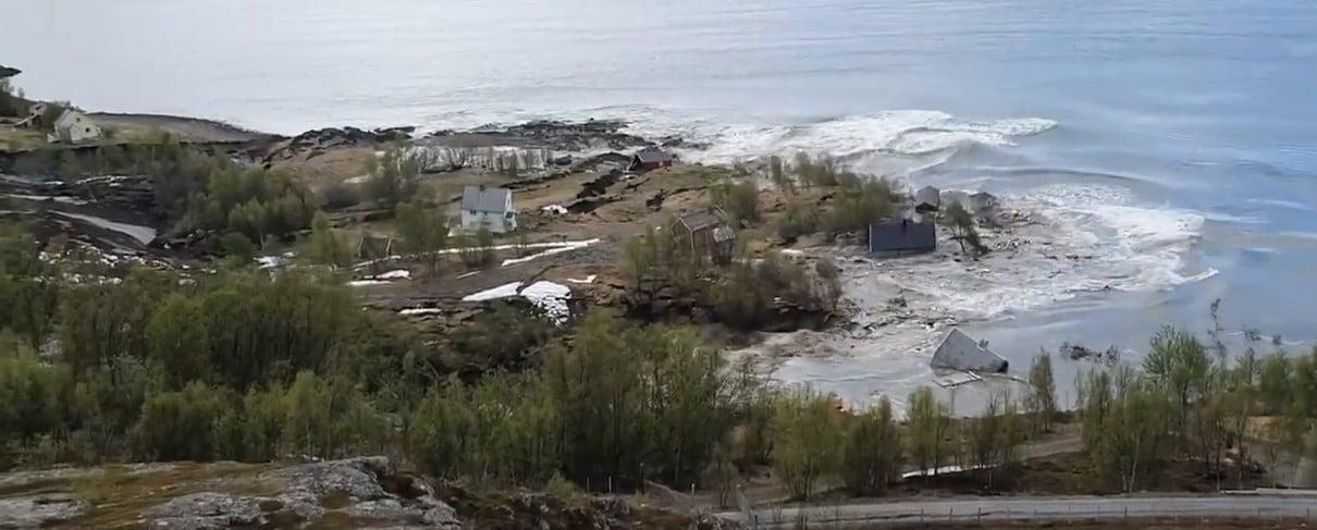 Norvège: un glissement de terrain emporte plusieurs maisons dans la mer,en peu de temps