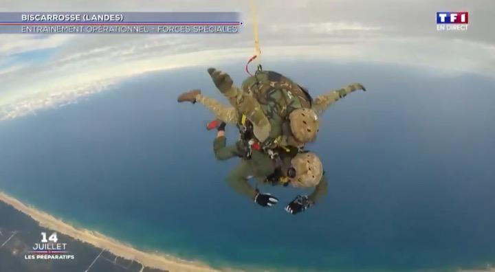 Denis Brogniart saute en parachute avec les Forces Spéciales lors du 14 juillet 2020