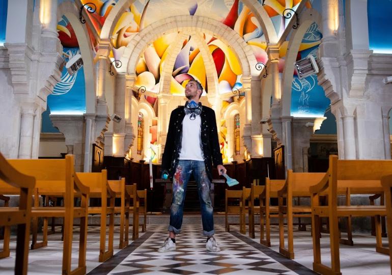 L'artiste français Amaury Dubois réalise une oeuvre contemporaine unique et exceptionnelle dans une église de La Rochelle