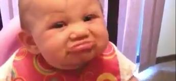 Impossible de se lasser de ces bébés qui goûtent au citron
