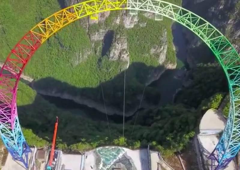 La plus haute balançoire du monde a ouvert officiellement en Chine