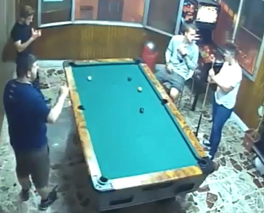 La chance a fait de ce joueur de billard un heureux gagnant