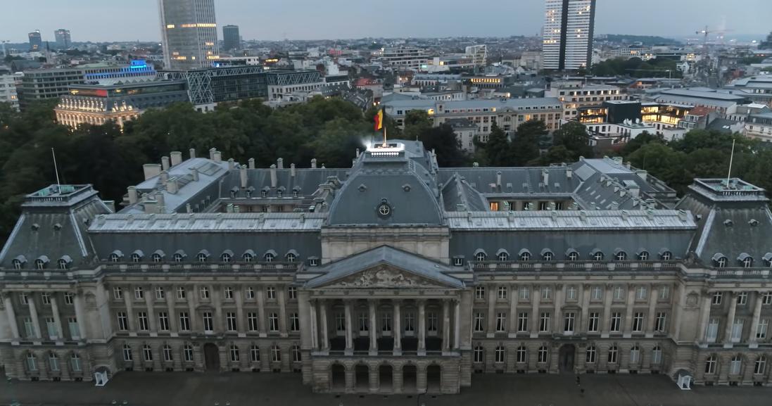 Lost Frequencies mixe au dessus du Palais Royal de Bruxelles (DJ Set vidéo)