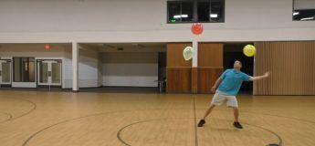 Cet homme bat le record du monde en gardant trois ballons en l'air pendant… plus d'une heure