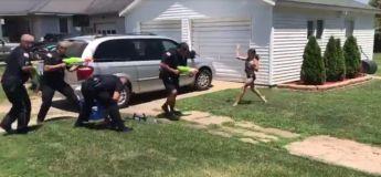 La police de Dixon aux Etats-Unis s'amuse au jeu de bataille d'eau avec les enfants du quartier