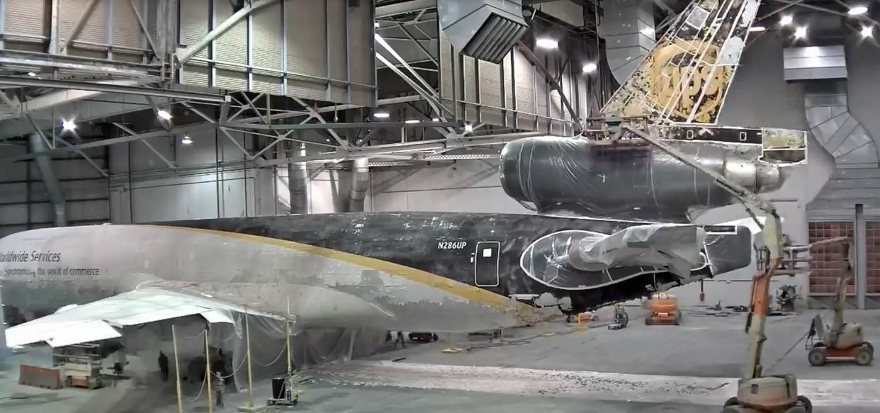 Comment enlever et peindre à nouveau la carlingue d'un avion ?