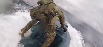 Des garde-côtes effectuent une interception impressionnante d'un sous-marin avec 8 tonnes de cocaïne (vidéo)