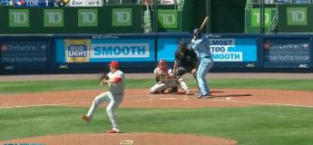 Ce lanceur reçoit en plein dans ses boules une balle frappée à une vitesse de 168 km/h
