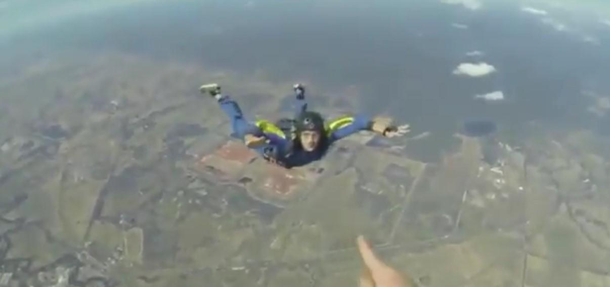Il fait une crise d'épilepsie en plein saut en parachute