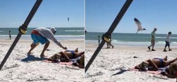 Cet homme s'amuse à embêter une femme qui profitait d'un bon bain de soleil sur la plage