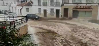 Espagne : les violentes pluies ont inondé la ville d'Estepa et ont démoli une partie d'une maison !