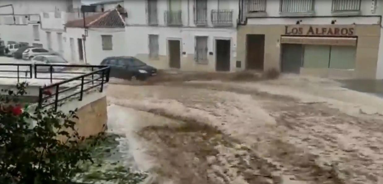 L'inondation en Estepa démolit une partie d'une maison