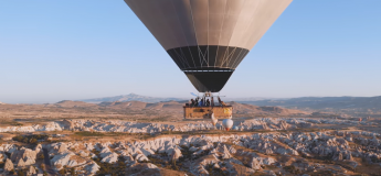 On écoute et on regarde le Live de Ben Böhmer dans une Montgolfière au dessus de Cappadoce