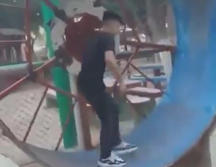 Cet homme s'est blessé en courant sur cette roue en voulant jouer comme les hamsters
