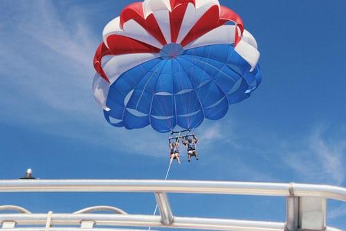 En plein vol, la corde de leur parachute ascensionnel s'est brisée