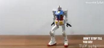 Il réussit à faire danser son robot Transformer comme Michael Jackson