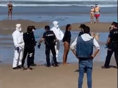 Une surfeuse testée positif au Coronavirus a été arrêtée sur la plage