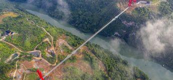 La Chine inaugure le plus long pont en verre au monde de plus d'un demi-kilomètre