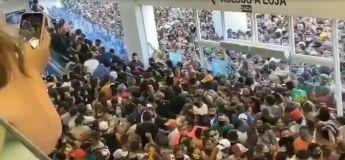 Brésil : une foule incontrôlable se rue dans un magasin lors de sa réouverture, malgré la pandémie Covid19