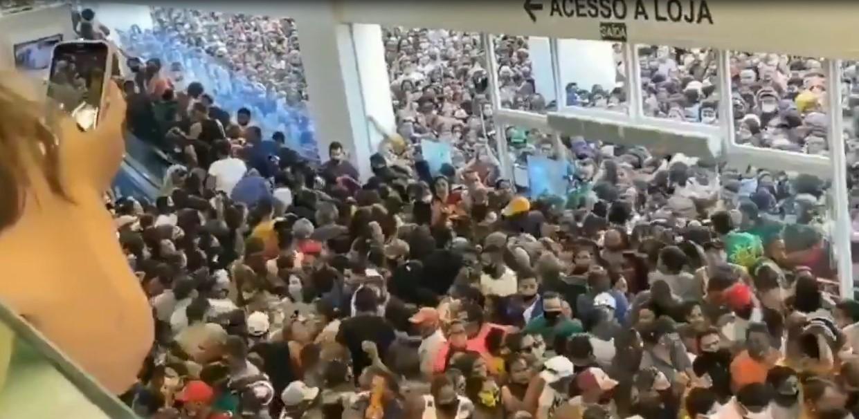 Brésil : une foule incontrôlable se rue dans un magasin lors de sa réouverture, malgré la pandémie