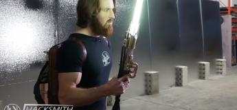 Cet ingénieur crée un sabre laser avec une vraie lame rétractable