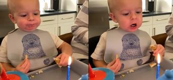 Cet adorable bébé souffle de toutes ses forces sur la bougie mais n'y parvient pas