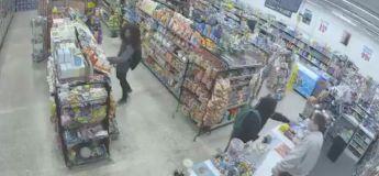 Ces deux ados, qui venaient pour voler dans un magasin ont fini par aider un vendeur car un homme armé est venu le braquer
