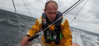 Vidéo du sauvetage de Kevin ESCOFFIER (PRB) par Jean LE CAM (YES WE CAM!)
