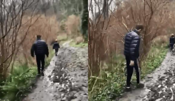 Cet homme a eu beaucoup de mal à marcher dans la boue