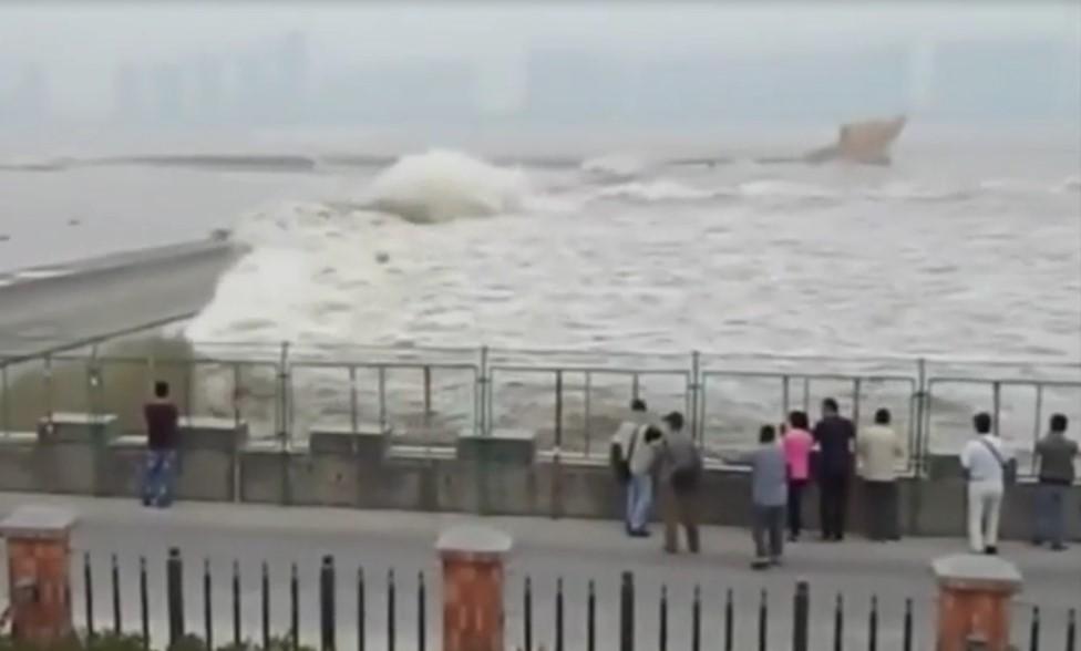 Pourquoi il ne faut pas regarder les vagues lors d'un tsunami ou d'une forte tempête