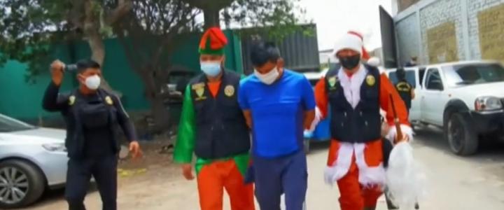 La police se déguise en Père Noël pour appréhender un trafiquant de drogue