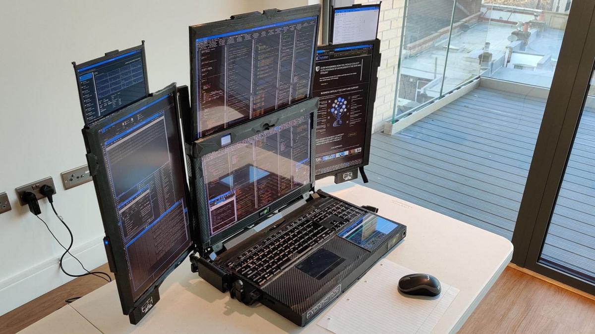 Aurora 7 : un PC portable avec 7 écrans pliables