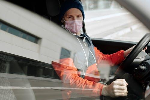 Le port de masque est-il dangereux pour la conduite ?