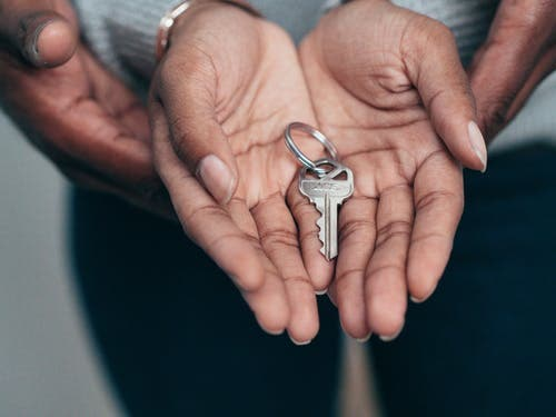 Location immobilière : que doit contenir un contrat de bail ?