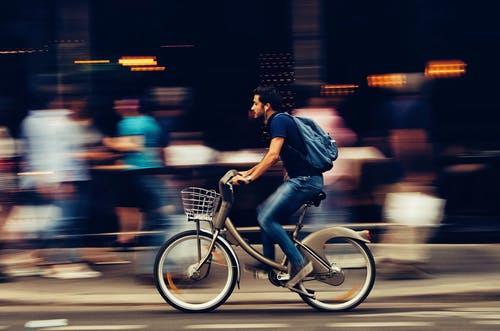 Vélo : comment rouler en toute sécurité en ville ?