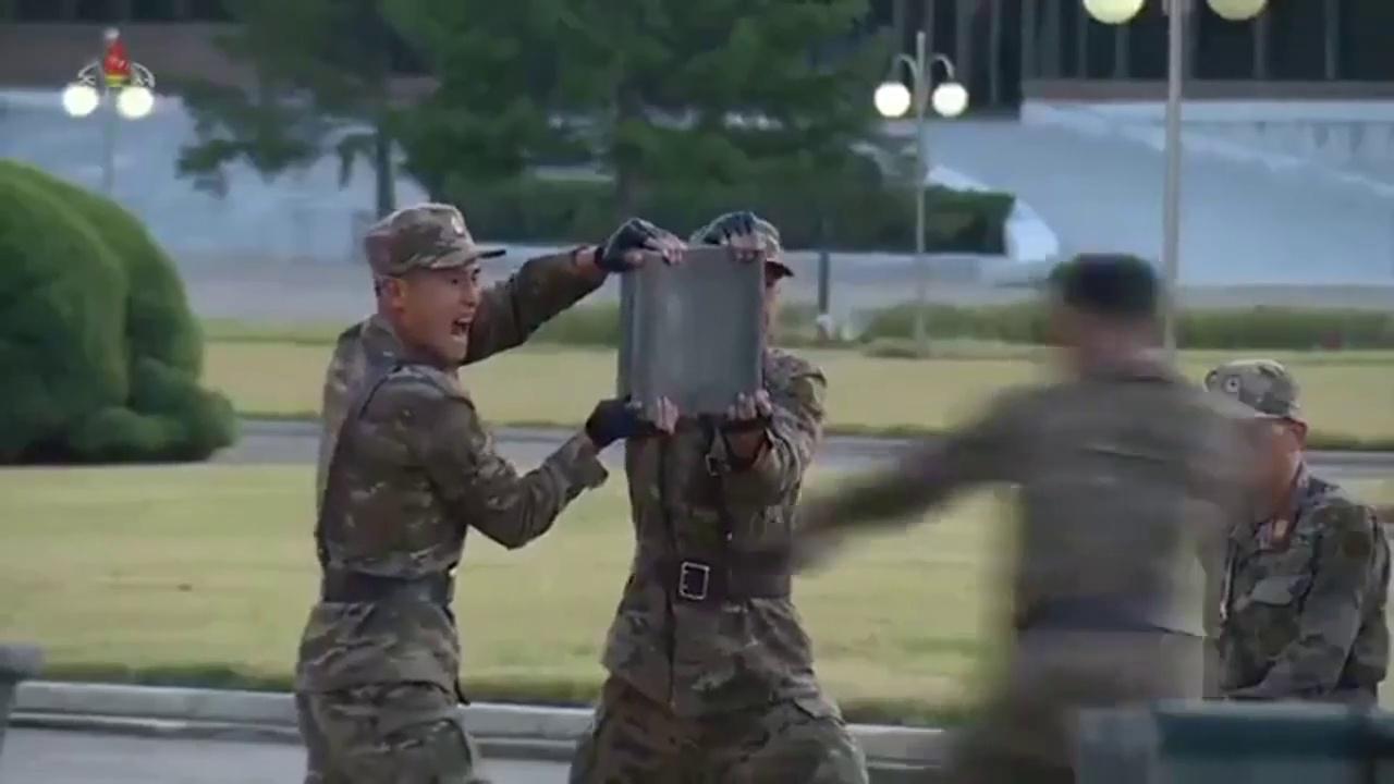 Défilé militaire de la Corée du Nord avec une démonstration de force des militaires